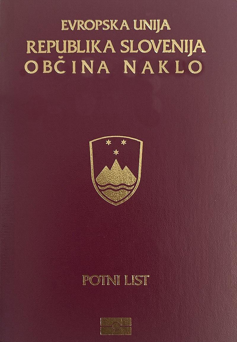 naklo 800px-Slovenian_Passport.jpg